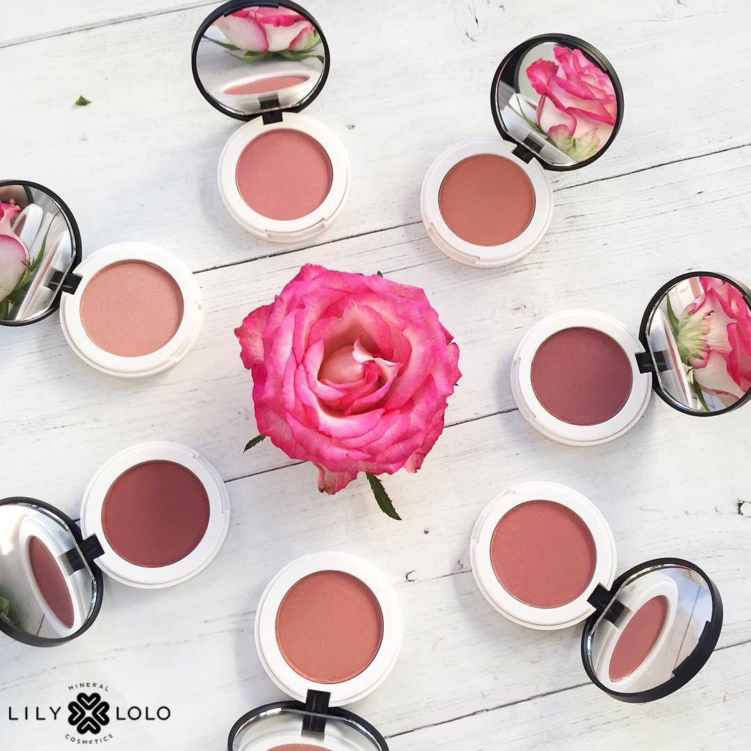 Pêche ou rosé? Effet bonne mine instantanée: Blush Mineral #LilyLolo SHOP:  https://www. officina-paris.fr/fr/64-blush-co mpact &nbsp; …  #beautebio #maquillage #mua #bbloggers <br>http://pic.twitter.com/lUHPSg0N0A
