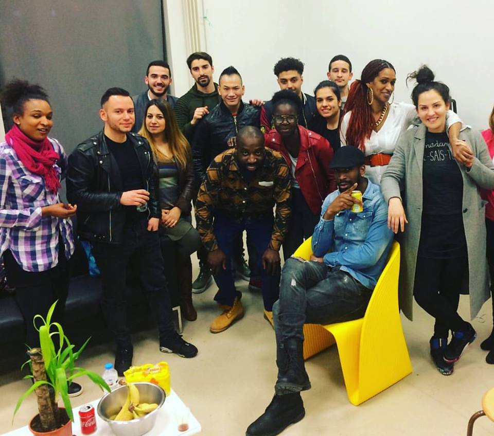 Hier soir CT le feu ! Très bon show pour la bonne cause, contre la discrimination! L&#39;équipe #show #standup #scene #humour #music #humain <br>http://pic.twitter.com/RaBgFFg6Kd