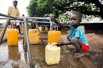 #Climat | Un #enfant sur quatre manquera d&#39;#eau en 2040 via @VoixAfricaine  http:// ln.is/www.scoop.it/t /water/JRWAv &nbsp; … <br>http://pic.twitter.com/KTMnEhnGWx