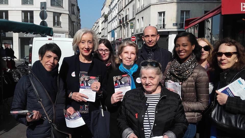 #élus et militantes #rue de Lévis #Paris17 pour tracter les 10 mesures phares @FrancoisFillon #FillonPresident #Fillon2017<br>http://pic.twitter.com/WFkMQphlXd