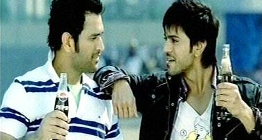 #RamCharan and @msdhoni in #thumsup yad.. old pic.. #dhoni  and #ramcharan kings in their profession #HBDRamCharan<br>http://pic.twitter.com/bxyJW6FTSQ