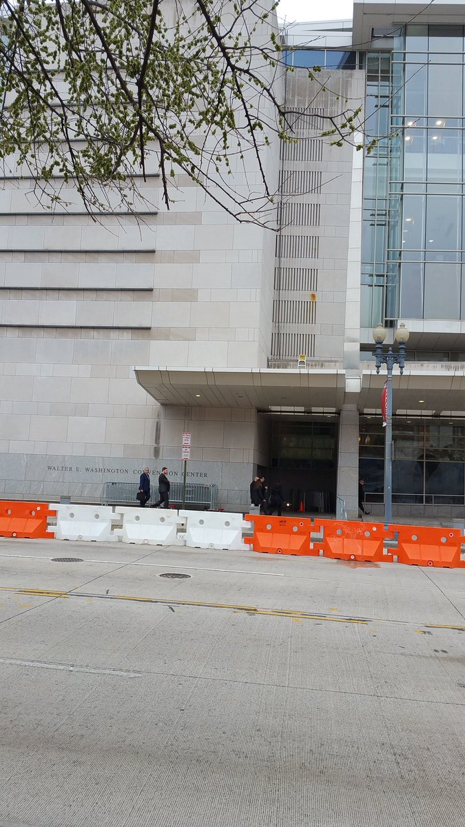 .#CodePink across from the AIPAC Convention Center. Something new this year, Zios requested a wall! .@freegazaorg .@medeabenjamin .@4n0nc47<br>http://pic.twitter.com/RLXIniaUOQ
