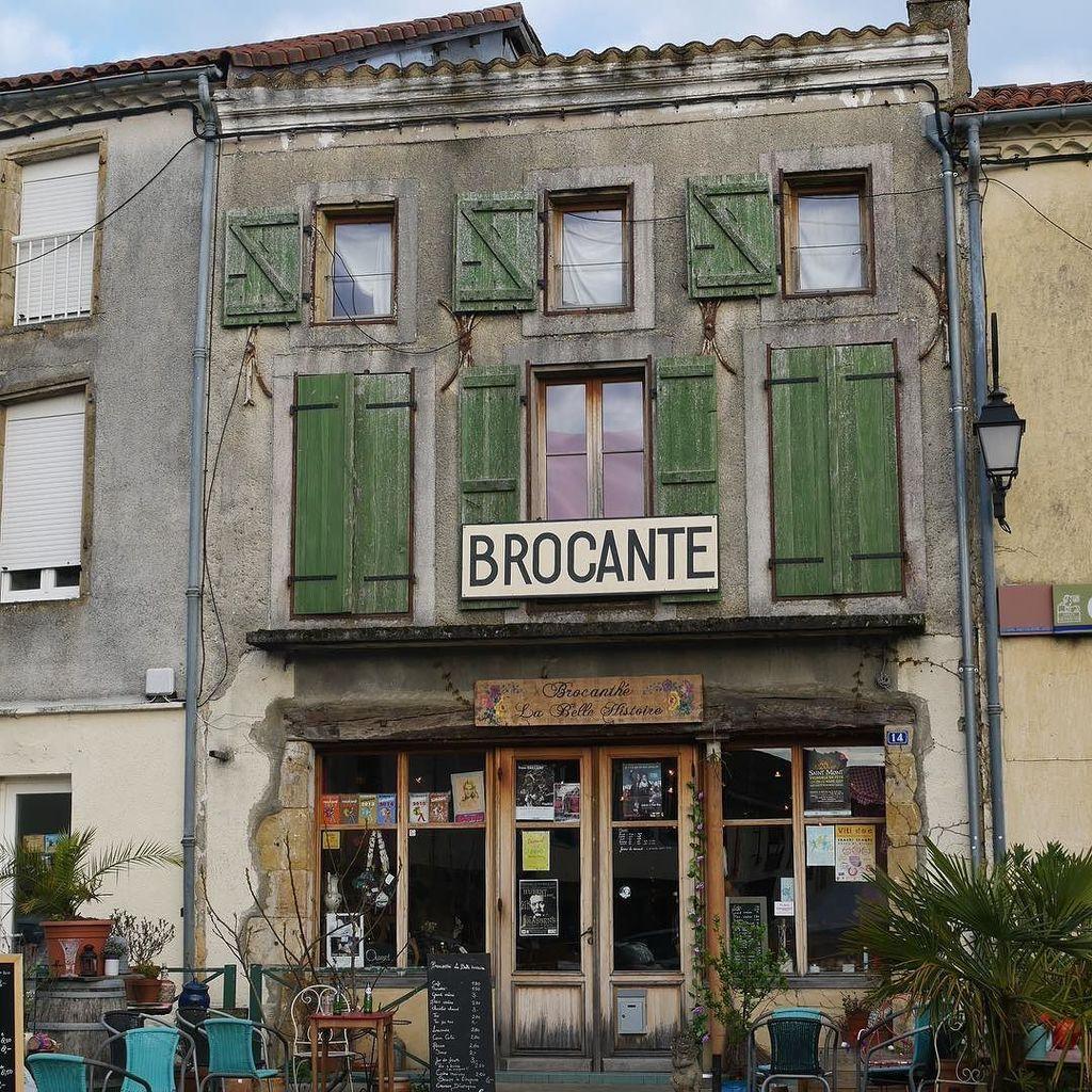 La belle façade de Brocanthé à Aignan  . . . . . #brocante #salondethé #thé #tea #plane…  https://www. instagram.com/p/BSG2HiSh0ob/  &nbsp;  <br>http://pic.twitter.com/3GDuipEQOt
