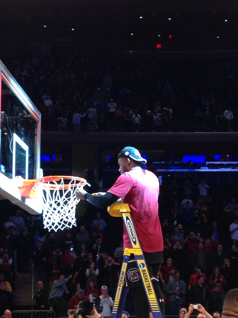 Thornwell gets the first cut of the net, then Notice. https://t.co/JKDhw38KCe
