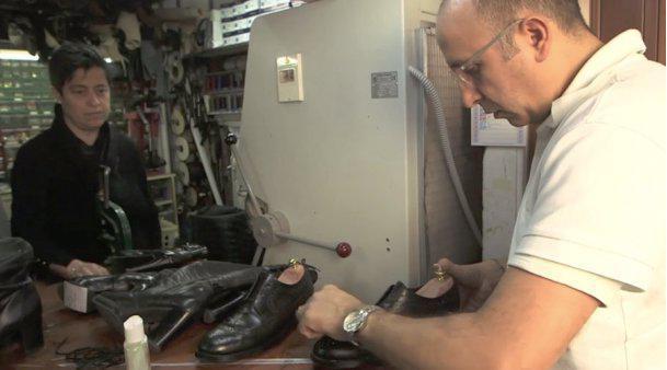 Italie : quand les diplômés cirent des chaussures  https:// limportant.fr/infos-monde/3/ 360691 &nbsp; …  #Monde <br>http://pic.twitter.com/vOh9ZOl0La