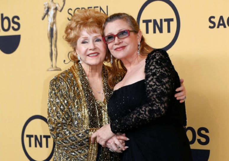 # #Carrie #Fisher,  #DebbieReynolds lauded at public memorial service  http:// 10a.us/94tc  &nbsp;  <br>http://pic.twitter.com/EWhy9XmbYH
