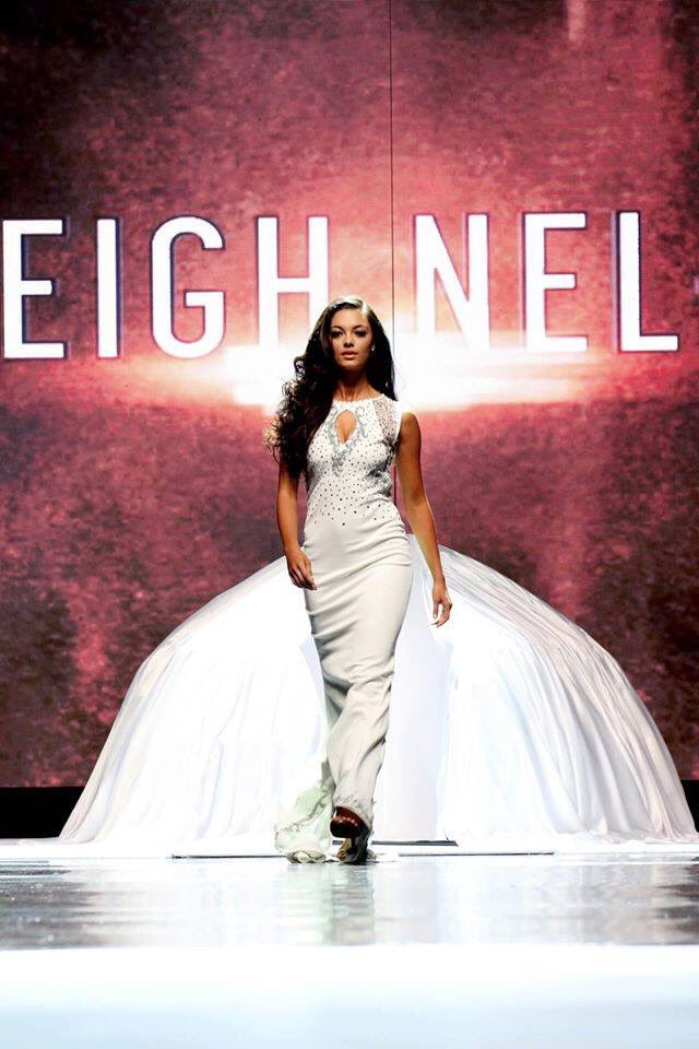 Congratulations to @DemiLeighNP, the new @Official_MissSA! We wish her all the best in her new journey. #MissSA2017 https://t.co/I94X2z2Gfk