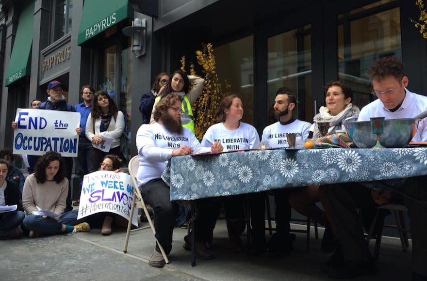 #USA: manifestation anti-implantation devant la conférence annuelle d&#39;#AIPAC ►►  http://www. i24news.tv/fr/actu/intern ational/ameriques/141143-170326-usa-manifestation-anti-implantation-devant-la-conference-annuelle-d-aipac &nbsp; … <br>http://pic.twitter.com/fhbkYtlcnV