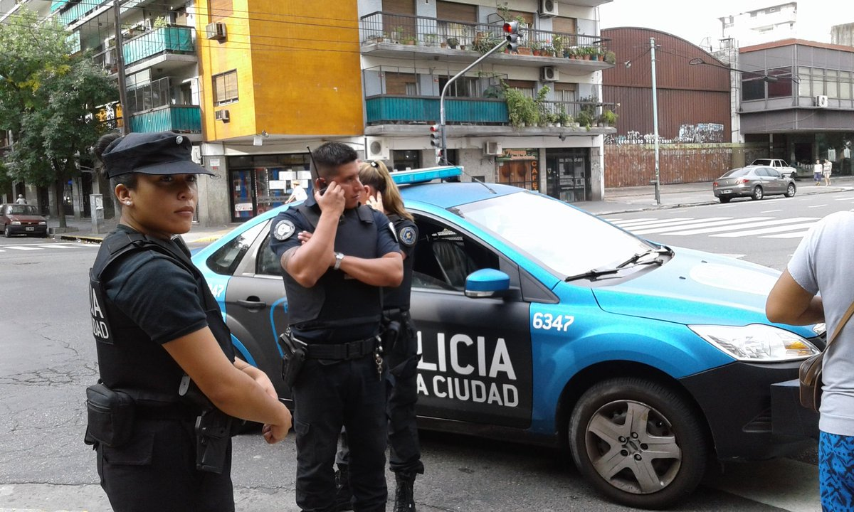 Detuvieron a una militante de La Poderosa por filmar policías llevándo...