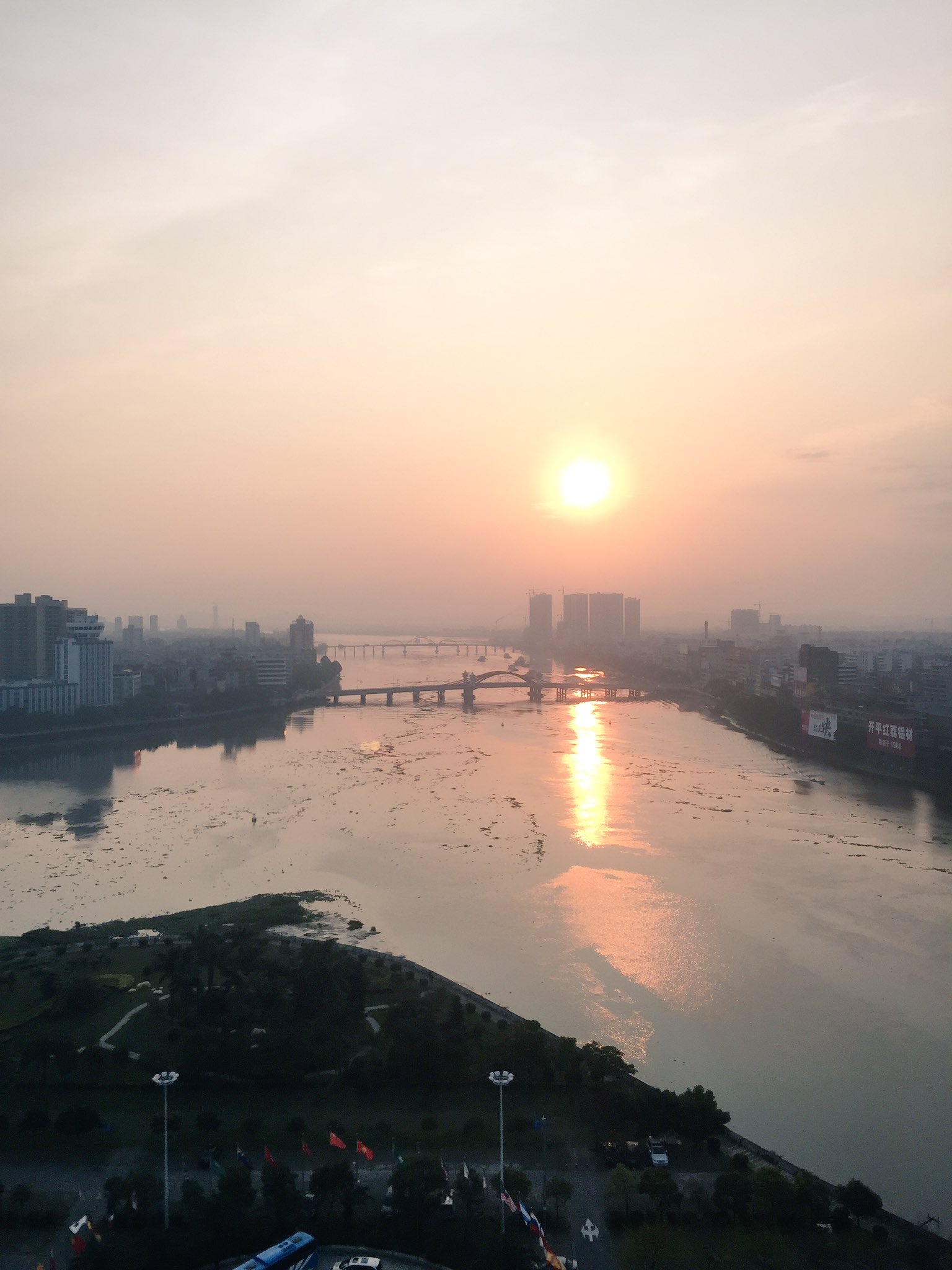 Sunrise over the Tan River, Kaiping city. It's Day 5 and we're off to Taishan. #cahht17 https://t.co/fUUmzFgAyq