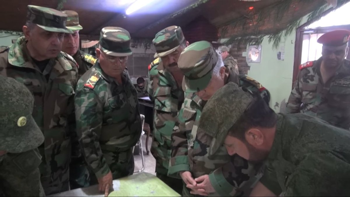 #SyrianArmy HQ for #Hama opperation. At first all seems in order but then... #Russia officer pops out in corner. #Syria <br>http://pic.twitter.com/UfCpFPudYt