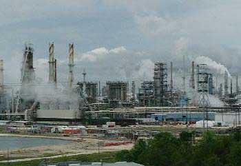 #ExxonMobil expands manufacturing capacity in the US; JV petrochem plant with #Sabic underway in Texas  http:// plasticsandrubberasia.com/mar2017/compan y13.html &nbsp; …  #pramalaysia<br>http://pic.twitter.com/RbB5EkocKZ