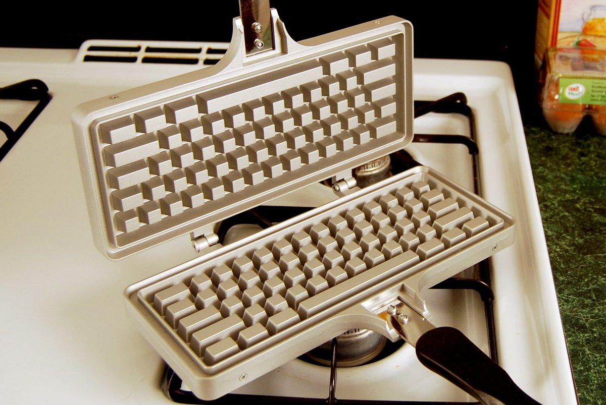 The Keyboard Waffle Iron https://t.co/McOorFiOaq な、なんだこれは…ww https://t.co/xzPoscXX8Z
