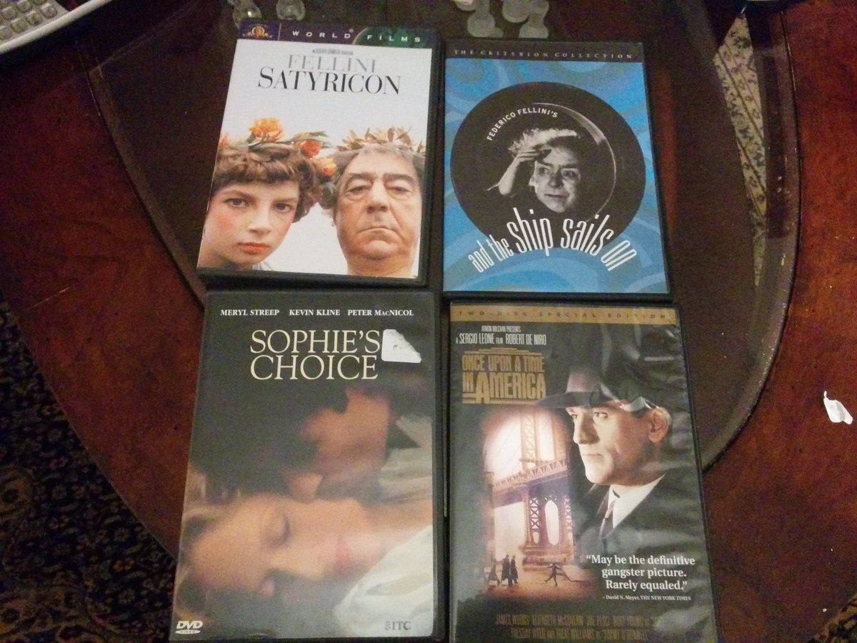 Which one should I watch tonight, Twitterverse? @TheCinegogue #movies #LateNight #cinema #fellini #streep #deniro<br>http://pic.twitter.com/dYuJNw6WuL