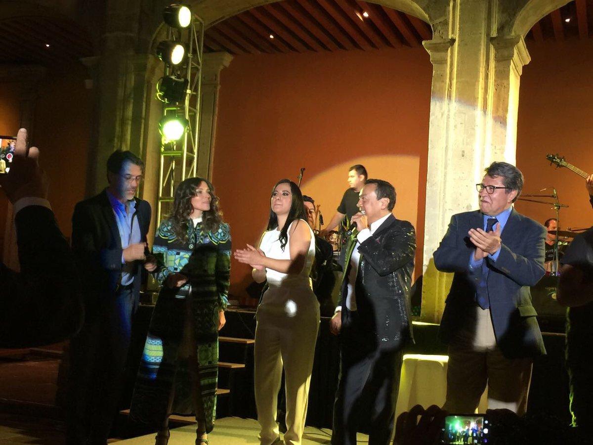 Gracias queridos @SandraCuevas_   @SergioMayerb por la invitación @Mexico_Bonito @RicardoMonrealA  #Alegria <br>http://pic.twitter.com/mrF1PcYPxz