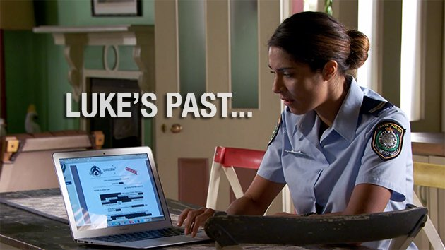 Luke is over Kat prying into his past, so he decides to leave :( WATCH:  http:// bit.ly/LukeLeaves  &nbsp;   #HomeandAway <br>http://pic.twitter.com/txwRTyyIGy