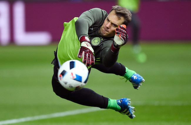 in 1986, Manuel Neuer was born! Happy birthday to the legendary goalkeeper  !