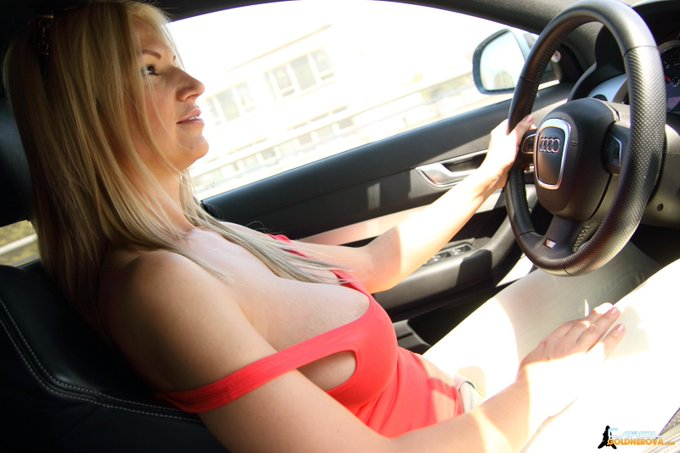 I guess I have to invite summer like this... is it right? #blonde #driving #blondie #model #audi #tighttop
