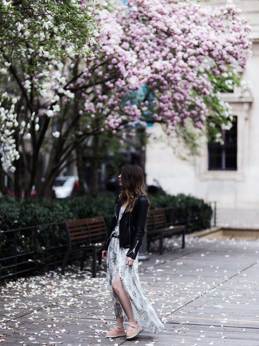 Un #look de #printemps sur le #blog !    http://www. byopaline.com/look-flower-ro be-longue-espadrilles/ &nbsp; …   #fashion #fashionblogger #blogueuse #blogueusemode @MajeOfficiel @ikks616<br>http://pic.twitter.com/jYOIyGRmA2