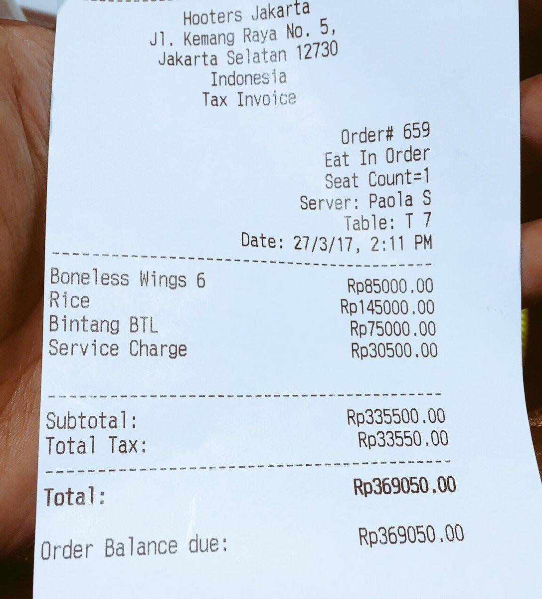 Buat yg makan di hooters Jakarta. Jangan lupa double check billnya. Look at the price of the rice