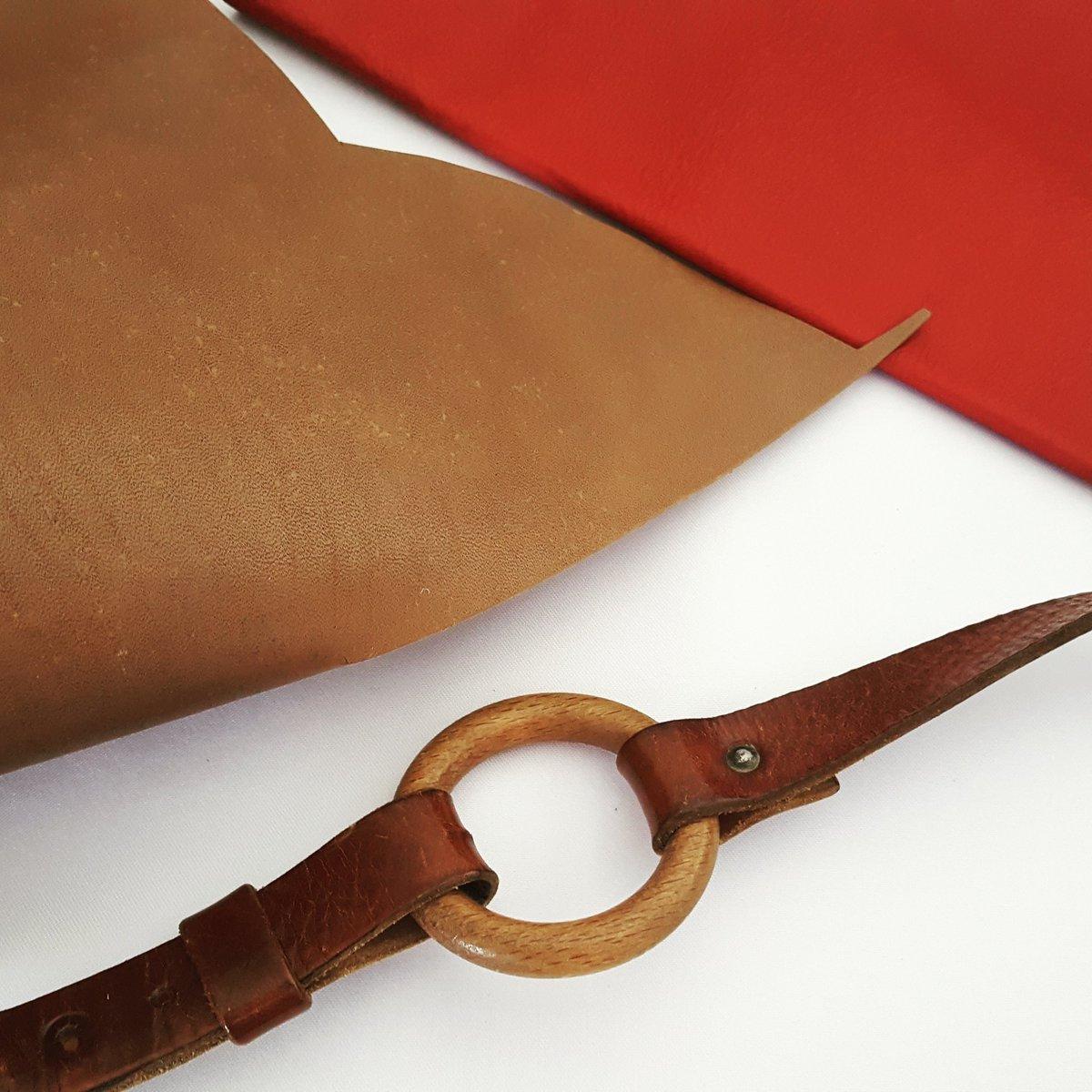 #lesrobesdeluz évolue et se forme très bientôt au travail du #cuir! #création #maroquinerie #sac #mode #faitmain<br>http://pic.twitter.com/FZ0CLCCW8F