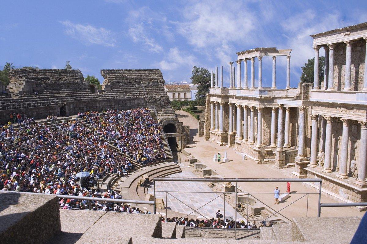 En el #DiaMundialDelTeatro rendimos homenaje al teatro romano de #Méri...