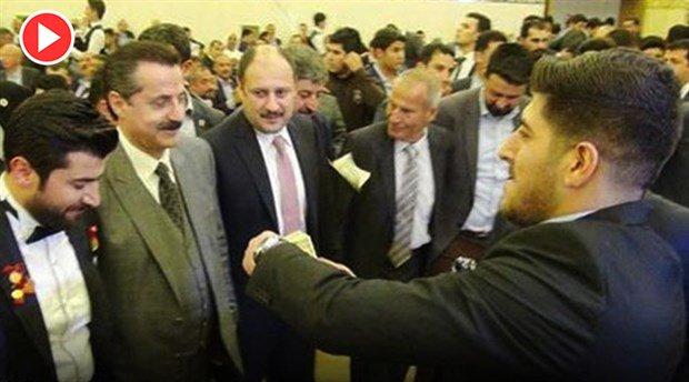 AKP'li yöneticinin düğününde dolarlar havada uçuştu https://t.co/dlVWB...