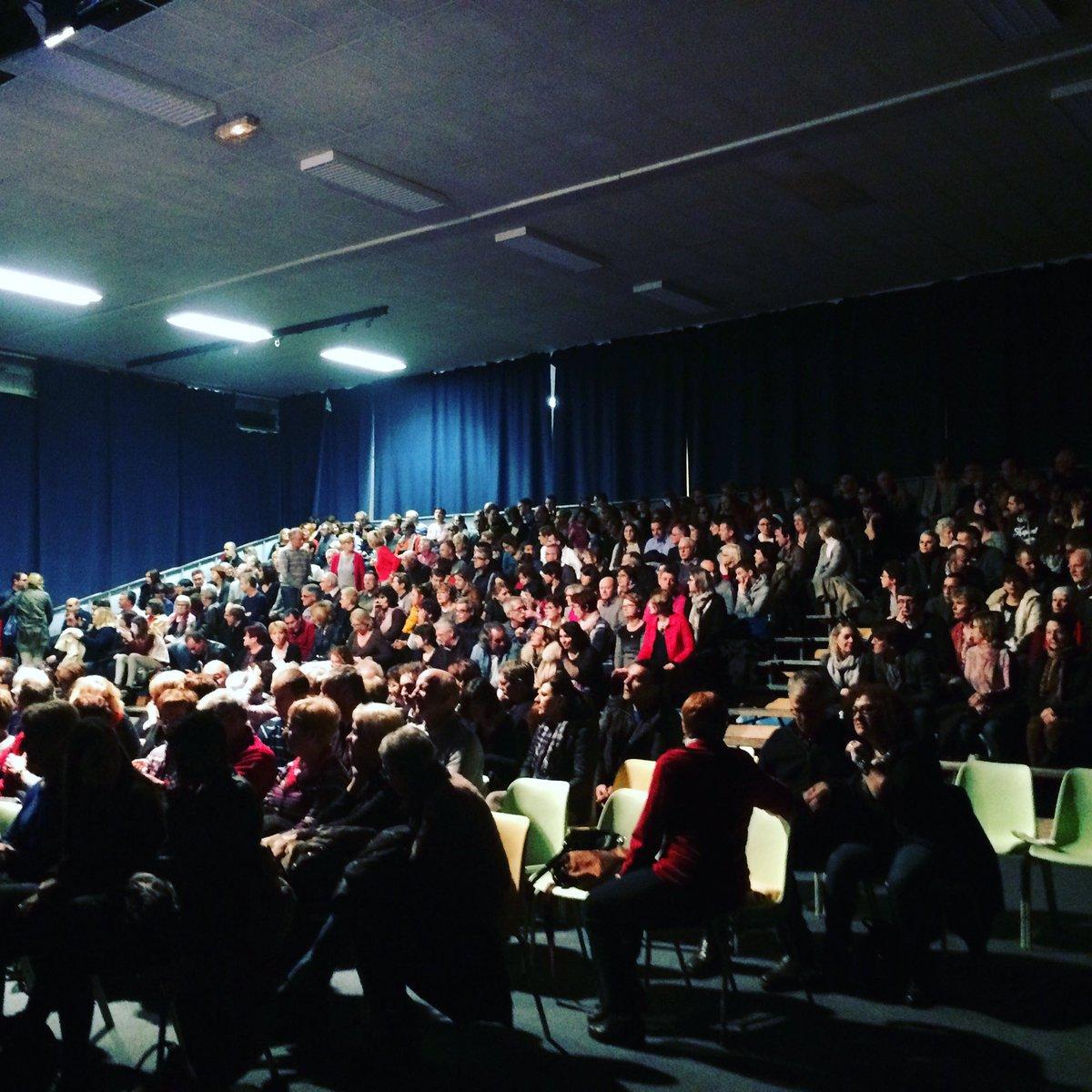 Salle comble à #Verdun pour une représentation de folie ! #grossechaleur #theatre<br>http://pic.twitter.com/JzUxh23NQa