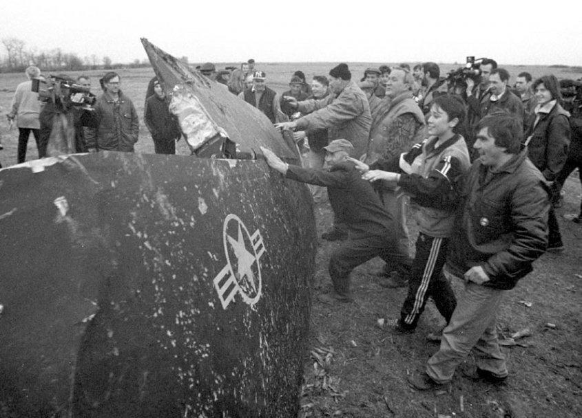 20 سنه مرت : كيف اسقطت صربيا اول طائره شبح في العالم  C76m7jEW0AQwwui