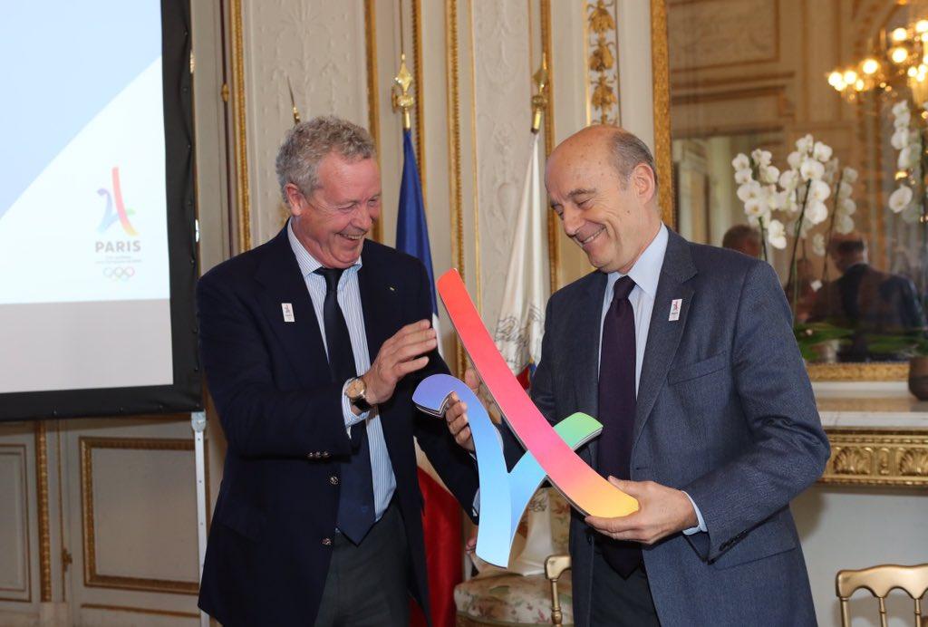 Heureux de recevoir l'équipe @Paris2024 menée par @GuyDrut et Thierry Rey. Bordeaux soutient cette belle candidature. À fond! #Paris2024 🇫🇷