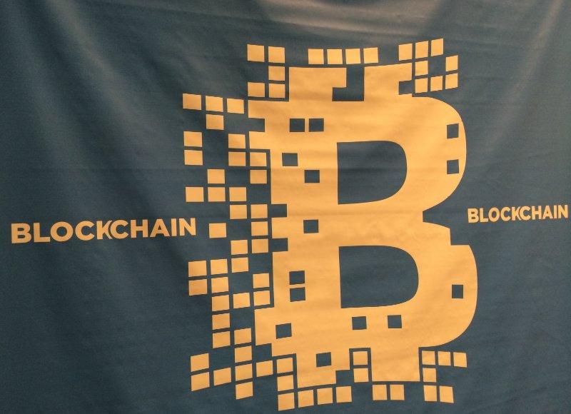 #IBM envoie le #bitcoin dans les nuages.  http:// bit.ly/2ml6wFI  &nbsp;   #AltaresDB<br>http://pic.twitter.com/imHBKWSBJK