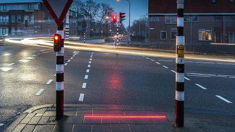 People stare down at their phones, so the Dutch put traffic lights on the ground:  https://t.co/jvL1FTJfJ0 https://t.co/FW0HRDHf8m