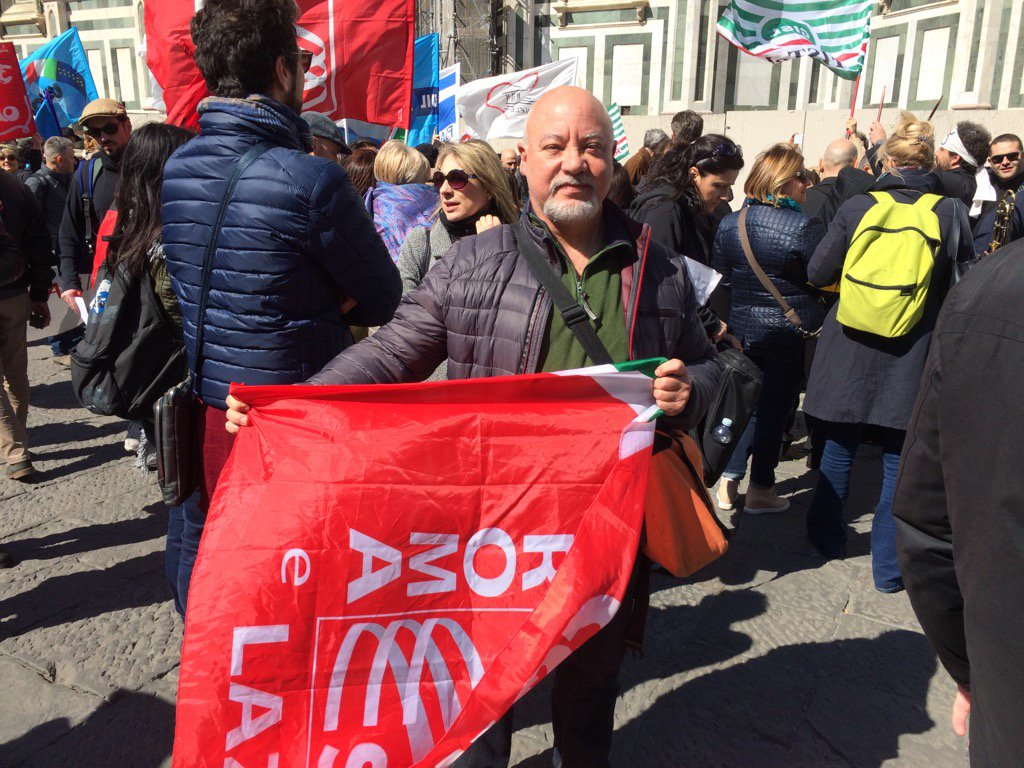 Long time #FIM activist Loris Grossi in Florence w/ @SlcCgil for giant protest march against law 160 #No2law160