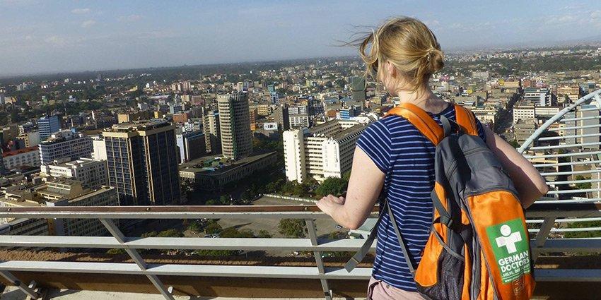 Einsatzärztin Kathrin Schulze macht sich an ihrem freien Tag auf Entdeckungstour und grüßt herzlich aus #Nairobi!https://t.co/w07XRoJ26u https://t.co/Xn76ZFpCG8
