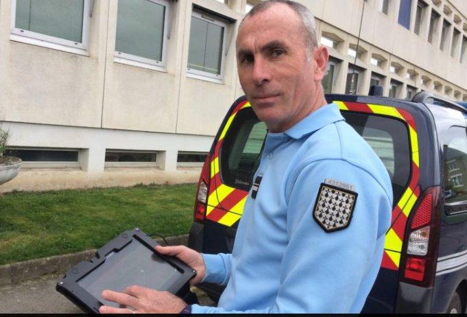 ILLE-ET-VILAINE - &quot;Stop cambriolages&quot; application #gendarmerie gratuite pour #smartphones #IOS et #android arrive  https:// actu.fr/societe/quiz-c ambriolages-etes-vous-bien-proteges_262495.html &nbsp; … <br>http://pic.twitter.com/1JB40MHUxD