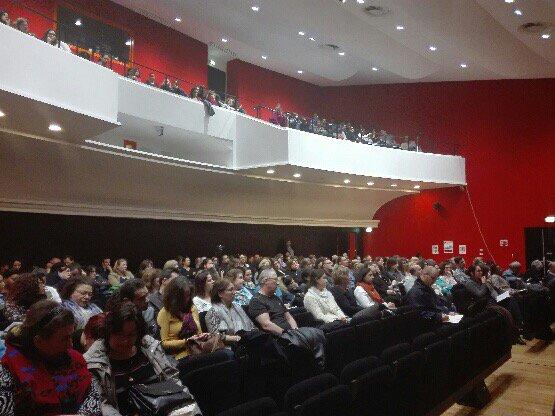 350 agents de #PoleEmploi écoutant l&#39;intervention  de #VISA qui déconstruit le discours de l&#39;extrême droite. #SNU<br>http://pic.twitter.com/zWUdfRilaw