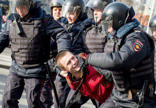 Moscou: le récit hallucinant d&#39;un journaliste arrêté avec les opposants  https:// limportant.fr/infos-monde/3/ 360778 &nbsp; …  #Monde <br>http://pic.twitter.com/LmG6ILfQit
