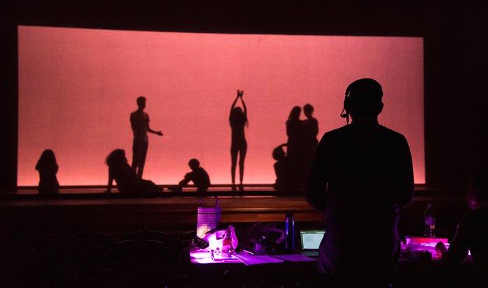 L&#39;ÎLE DU RÊVE by Reynaldo Hahn directed by @Olivier_Dhen @theatreathenee #Gauguin #ReynaldoHahn #stage #shadow #WorldTheatreDay #theatre<br>http://pic.twitter.com/w0CZvpZJu2