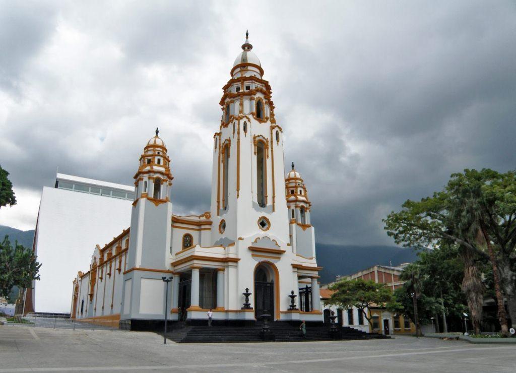 Un #27Mar la catedral Santísima Trinidad fue transformada en el Panteó...