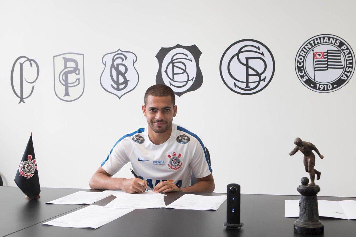 O @Corinthians acaba de anunciar o contrato assinado com Clayton. Empr...