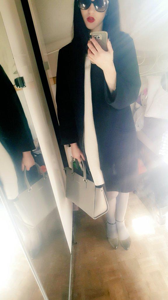 Je part à la recherche d&#39;un chapeau  #blackwhitegrey #Prada #Lancaster #Zara @sigynxxx @MisssSS974 @SublimissimeVTC @calli_cokine <br>http://pic.twitter.com/RHPVkzdZld