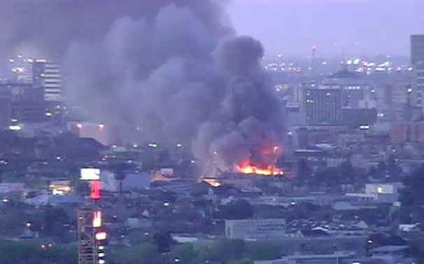 MORE: Fire burning out of control at West Oakland building https://t.c...