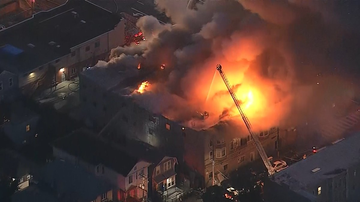 #BREAKING: Continuing coverage of the 4-alarm building fire in West #O...