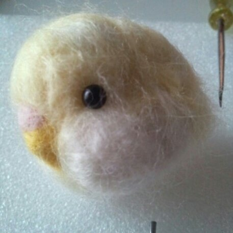 test ツイッターメディア - フォロワーさんの影響で #羊毛フェルト に初挑戦!  #ダイソー できりんさんとパステルのキットを購入。  楽しい~ちゃんと指も刺しました!  羊毛足らずまだ完成してません トッティ似てない! https://t.co/3H45kyDZtU