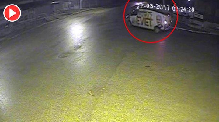 'HAYIR' afişine saldırı güvenlik kamerasında: AKP aracından indiler ht...