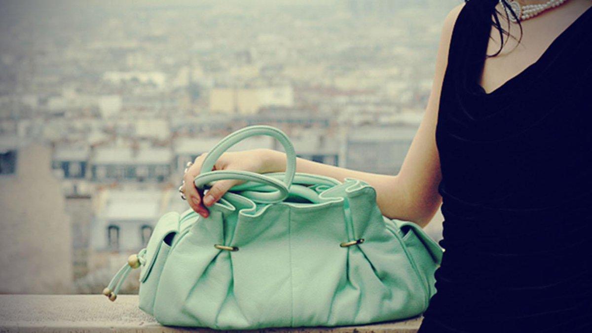 L&#39;art de porter votre sac, la signification -  http:// ow.ly/Bnyi30aidUK  &nbsp;   #mode #fashion  #sac <br>http://pic.twitter.com/d0UfW1x6LY