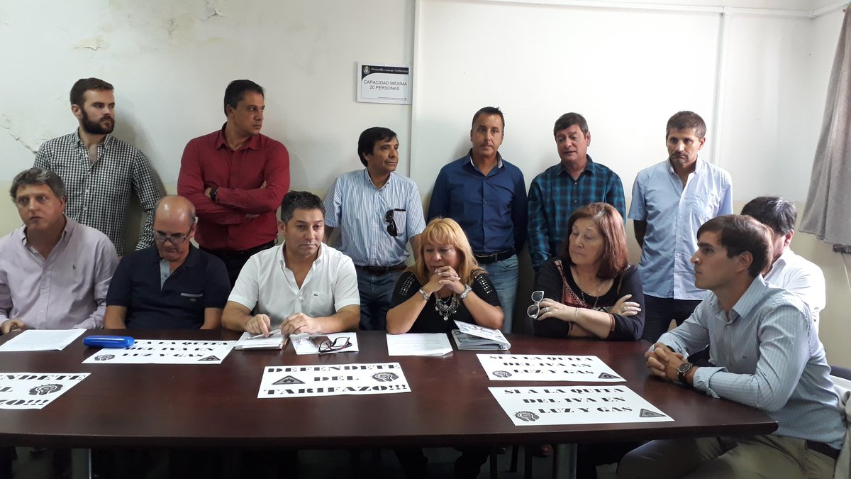 El #FrenteRenovador acompaña la presentación del GEN del Proyecto de Ley de @Stolbizer para quitar el #IVA de la tarifa de #Luz y #Gas.<br>http://pic.twitter.com/ttYq7Q4iDR
