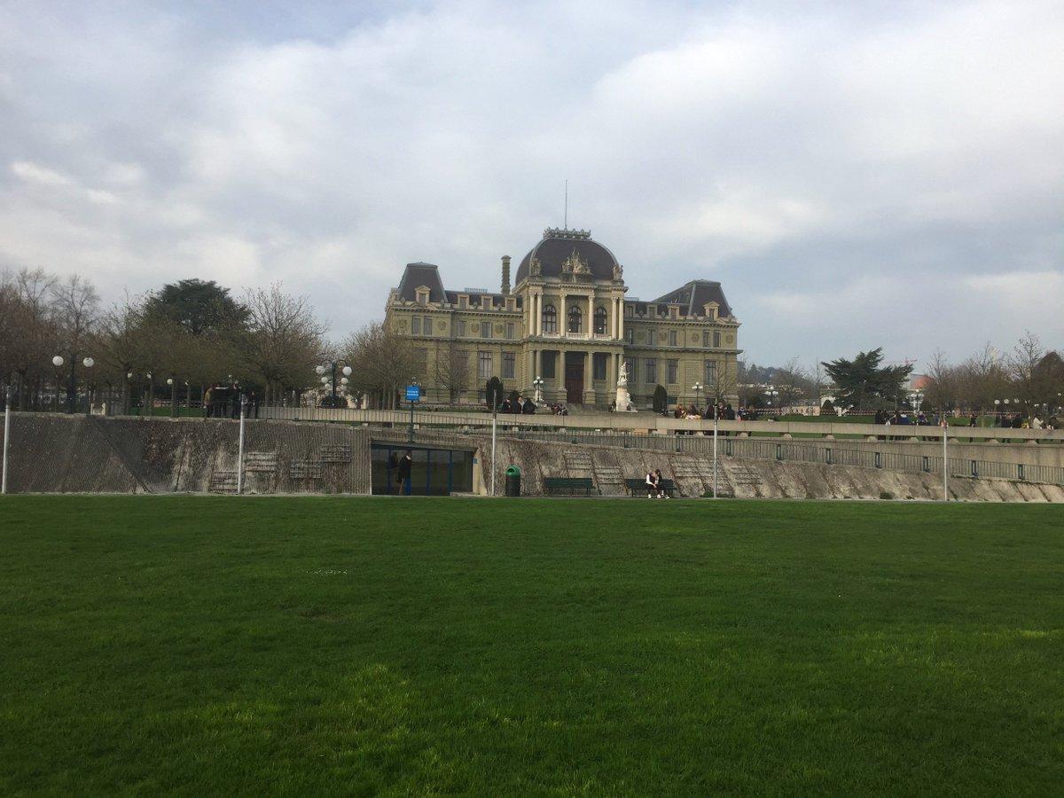 Les beaux postes d'observation à Lausanne : ...  #society #economy #politics @lausannebondy  http:// bit.ly/2opvboX  &nbsp;  <br>http://pic.twitter.com/dzaGvwqHgc