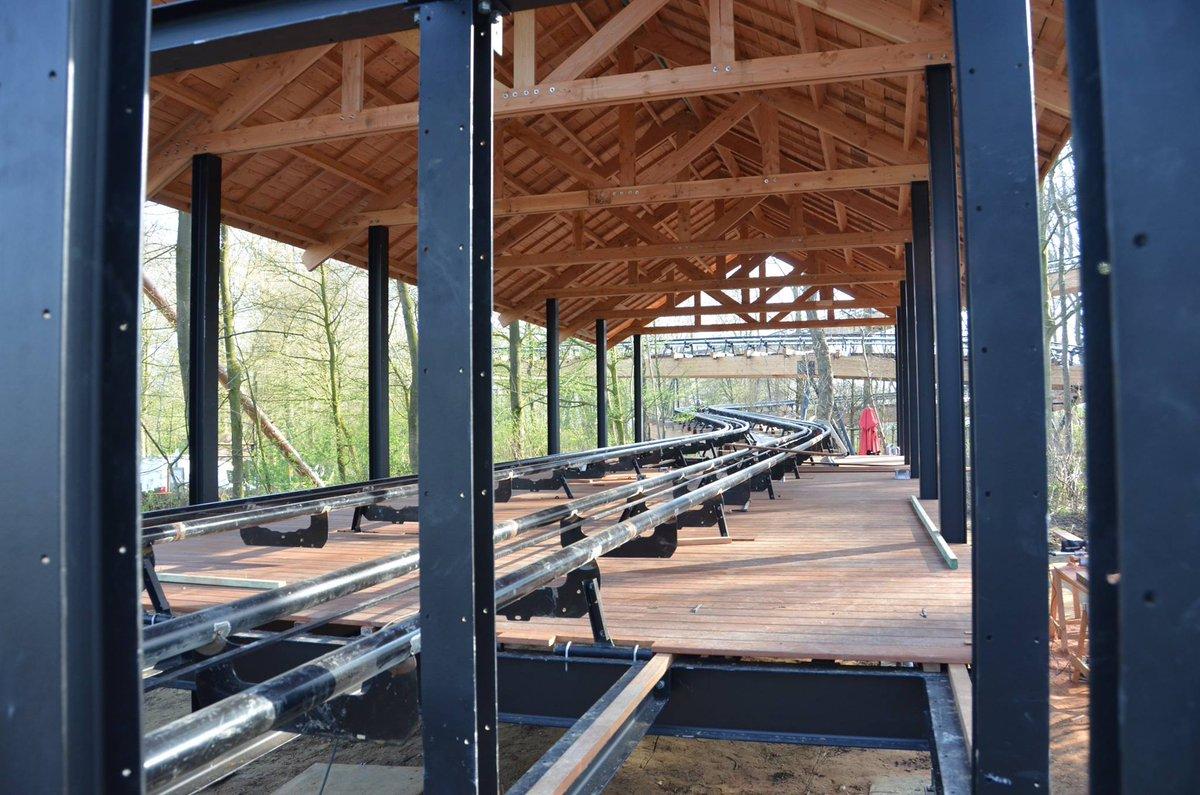 Le montage des voies de la nouvelle attraction #DawsonDuel est finalisé. Le parcours est complet :-) #Bellewaerde #new <br>http://pic.twitter.com/tCSVR0vzCF
