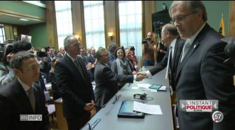 L&#39;UDC #OskarFreysinger absent à la cérémonie d&#39;assermentation des nouveaux élus du Conseil d&#39;Etat du #Valais #LIPOL<br>http://pic.twitter.com/8xBcfLXn1Y